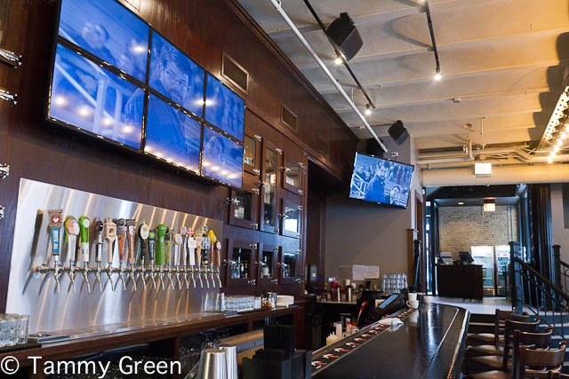 Bar | Gino's East